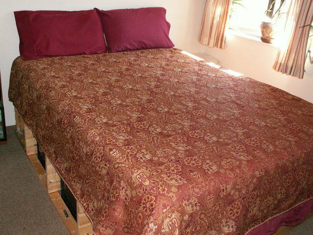 Reina almacenamiento cama marco reciclado de estantería de pino ...