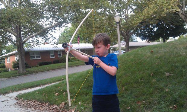 1a33dbb49 que tenga un niño activo que aún es demasiado joven para sostener el arco y  la flecha adecuadamente mientras les forro hasta disparar. Aquí es un barato  y ...