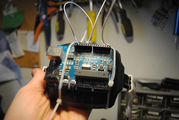 Cómo hackear juguetes EEG con arduino / Paso 4: Conectar al