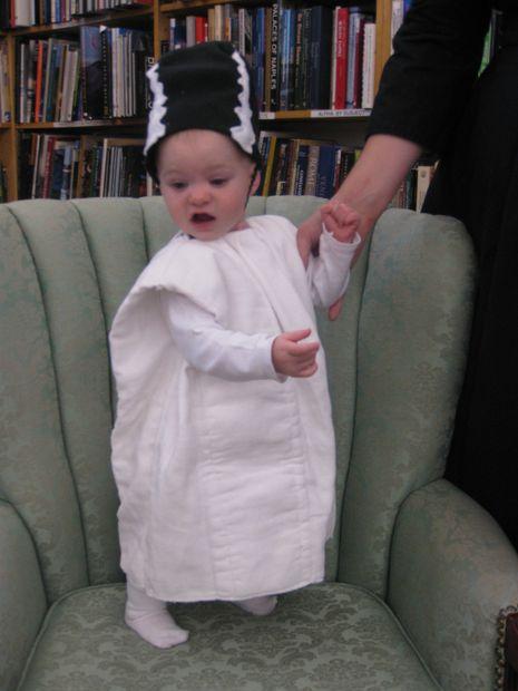 novia de frankenstein disfraces de bebés y niños pequeños / paso 12
