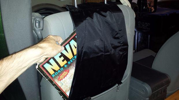 60d187574c Mi 2010 Jeep Wrangler Unlimited tiene un bolsillo de mapa en la parte  posterior de cada asiento delantero. Los bolsillos son lo suficientemente  grandes para ...