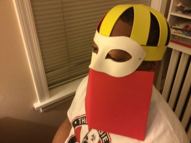 5733b5ffd8 1) necesitará hacer una corona para tu máscara... Suelen hacerlo con  cartulina