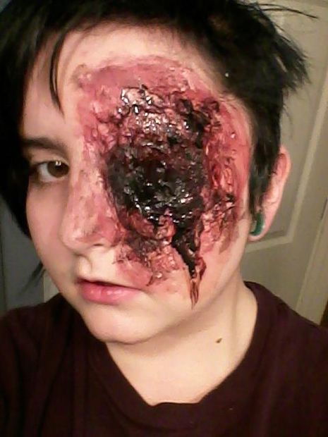 maquillaje ojos sangrientos