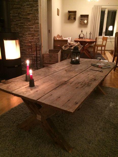 Mesa hecha de a 100 a os antigua puerta for Mesas hechas con puertas antiguas