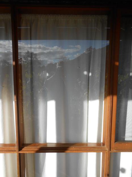 Cómo sustituir el vidrio en una ventana de marco de madera. - askix.com