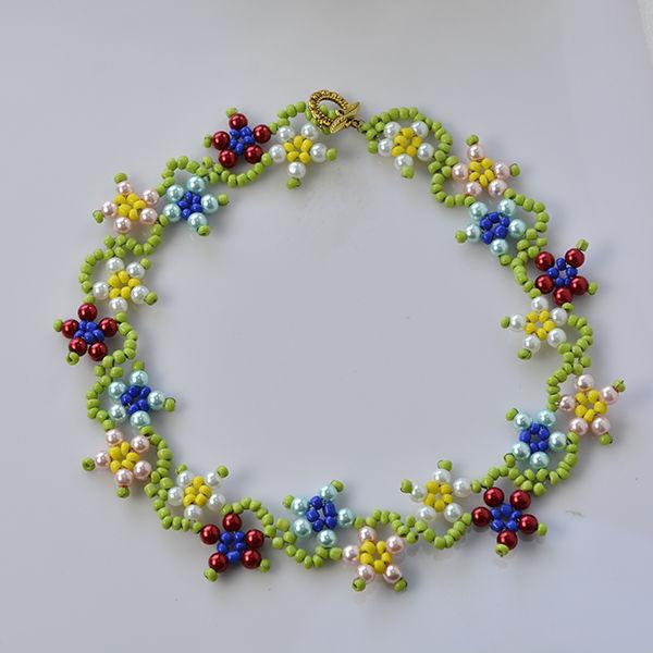 75ecdce8ee7b Cómo hacer flores de colores perla y collar de perlas de semilla para niñas